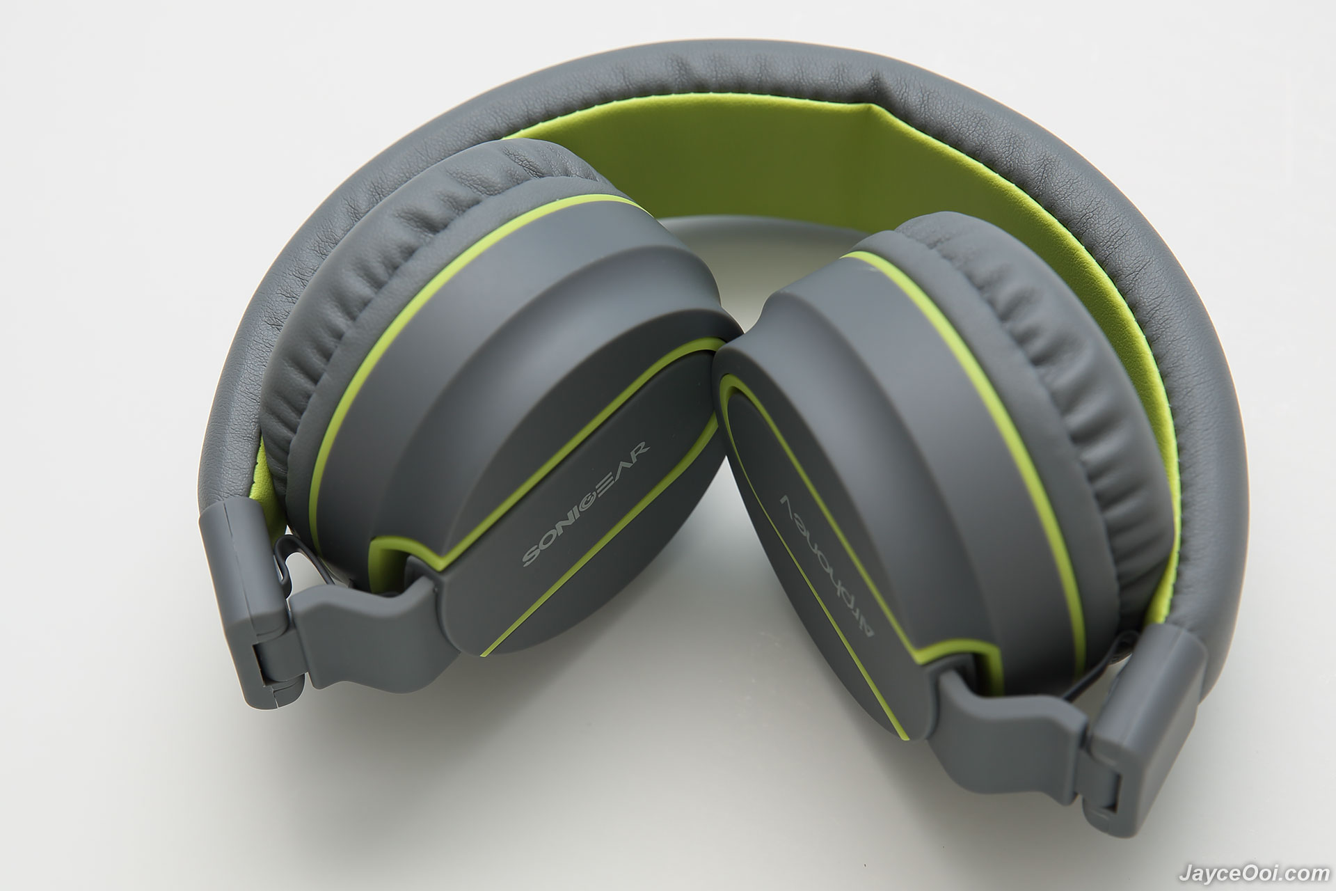 f7401c80ecc7bf The control buttons, microphone, LED status indicator, USB port and 3.5mm  audio jack are located at left ear cup. Specifications